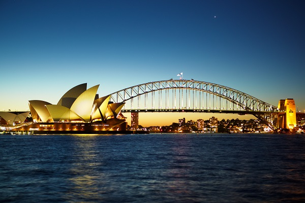 Sydney opera house at nite