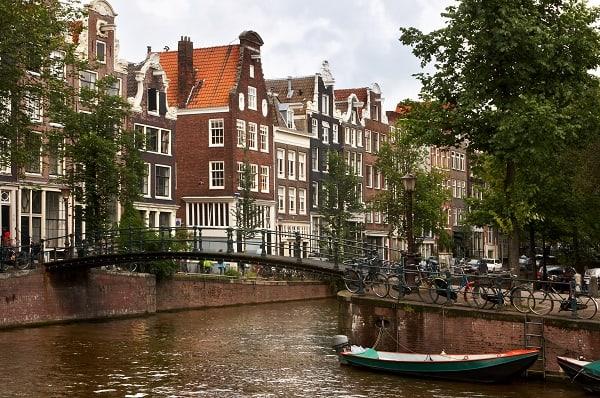 Destination-Amsterdam-Canal_Bridge
