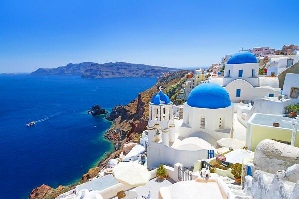 Destination-Santorini-Greece
