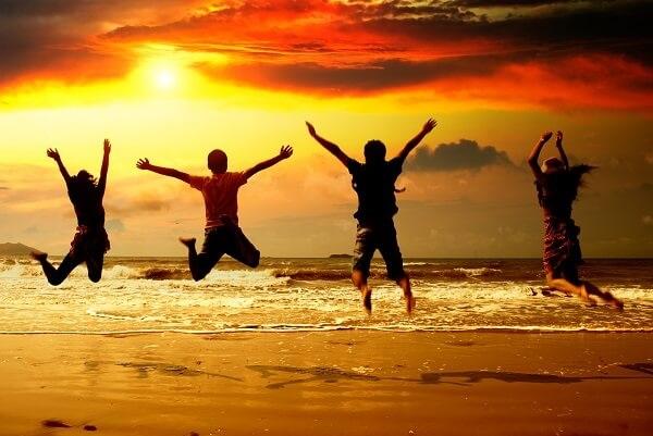 Travel-Friends-Group-Beach-Jump