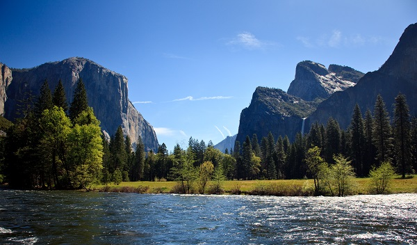 Yosemite valley with Merced river