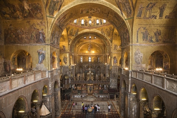 Destination-Venice-Italy-Interior-of-Cathedral-at-St-Marks-Basilica