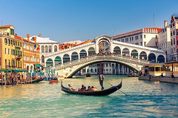 Destination-Venice-Italy-Rialto-Bridge