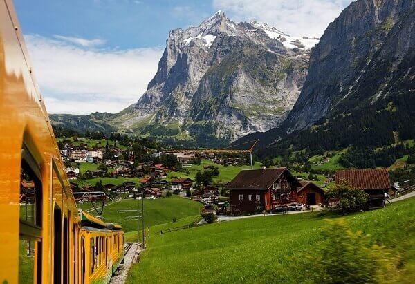 Destination-Grindelwald-Switzerland-Train